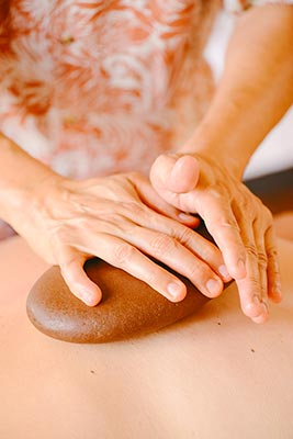Lomi Lomi Ka therapeutic massage with hot stone